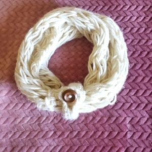Cute Off-White Knitted Scarf w Brown Wooden Button